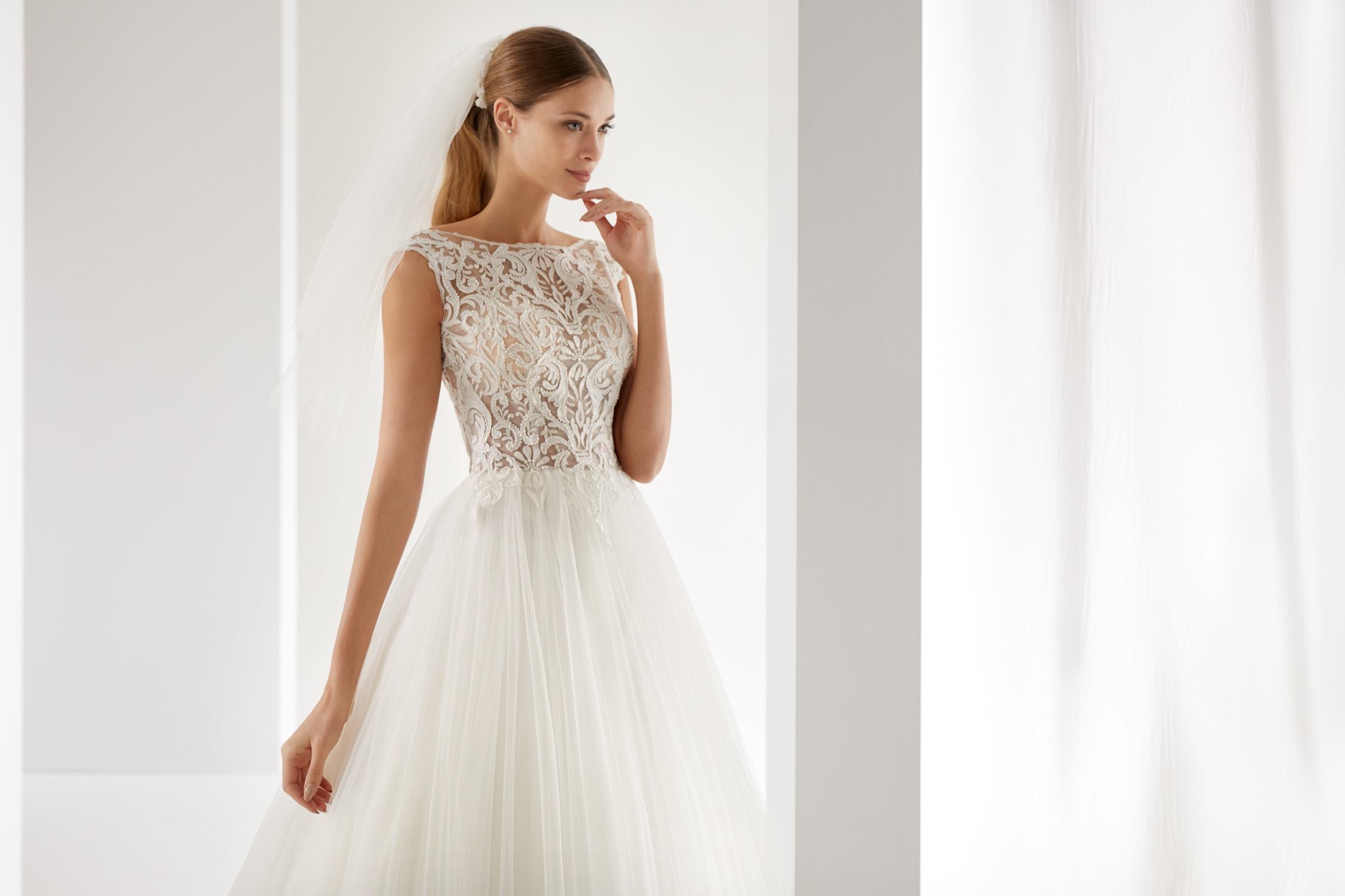 7738e7f5ca26 Guarda le immagini del catalogo Aurora Nicole. Se desideri indossare un  abito richiedi un appuntamento presso il nostro showroom a Cosenza.